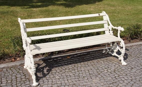 bench-786707_640